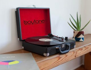 #Vinylisback: The Bluetooth Portable Briefcase Turntable. #TakeYourMusicAnywhere